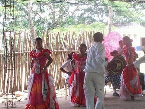 Baile Tðico