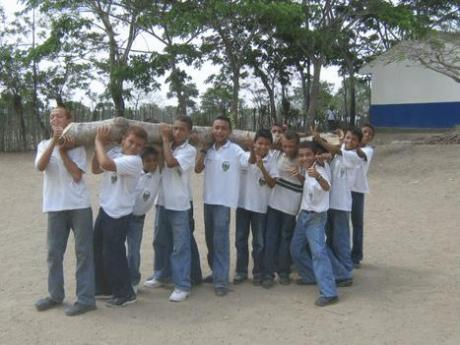 Alumnos INEDUGRA en Jornada deAseo